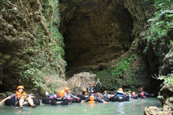 ..pintu keluar gua kali suci..